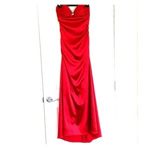 🌸Laura red dress size 6 used